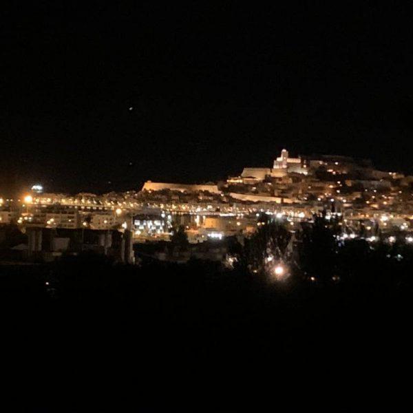 Travel_Can_Destino_Labarta_Ibiza_Villa_Night_View_04